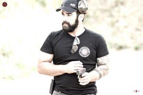 enrique oliva entrenando en polonia disparando con pistola glock