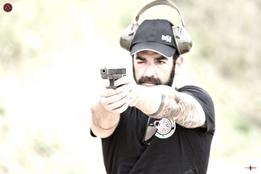 krav maga santander instructor disparando glock
