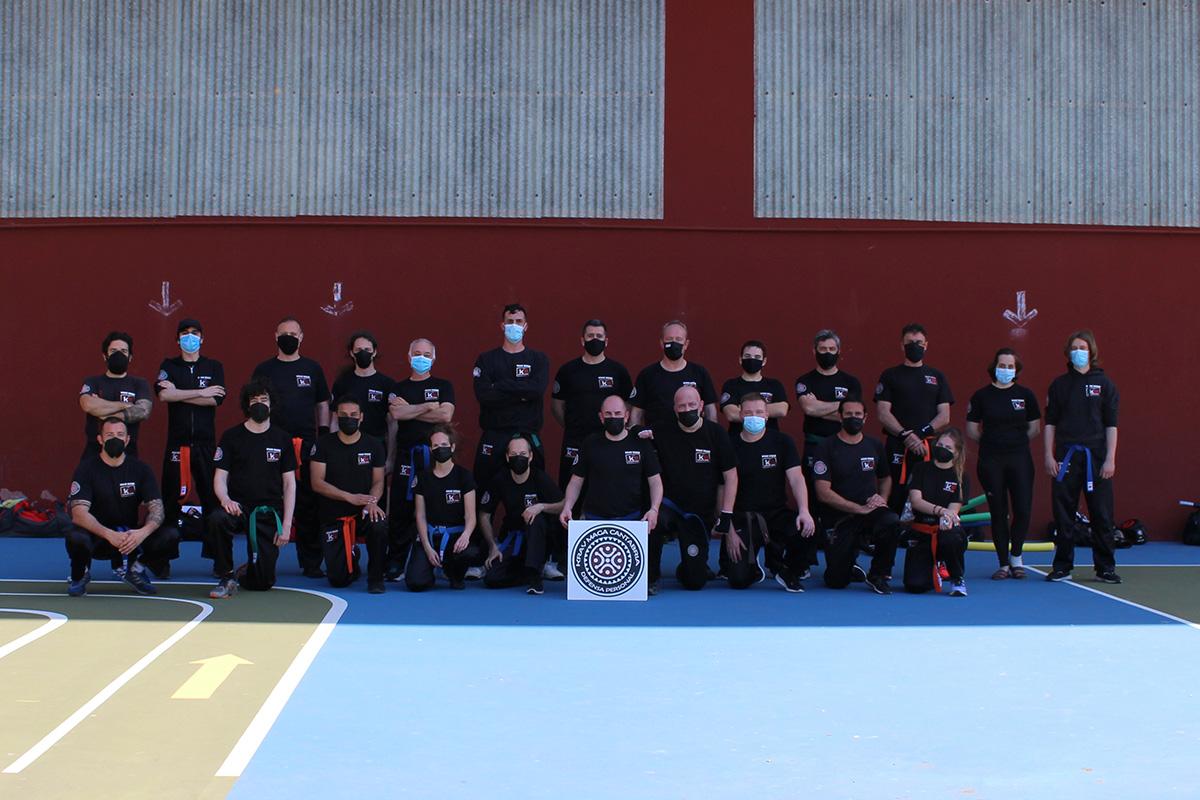 Foto de grupo del seminario del club Krav Maga Cantabria en Santander de cinturón marrón