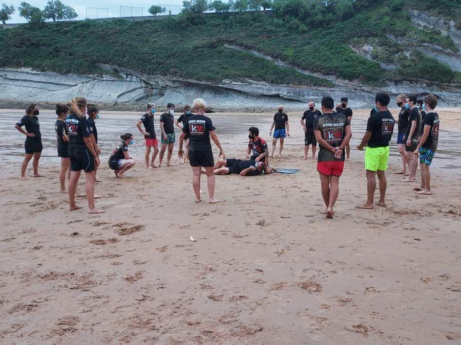 entrenamiento krav maga en santander playa mataleñas